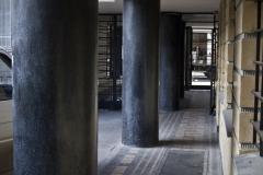 modernizm_gdynia_dom mieszkalny ul.3 maja 27_31_filary i mozaika_fot.przemek kozlowski_wynik